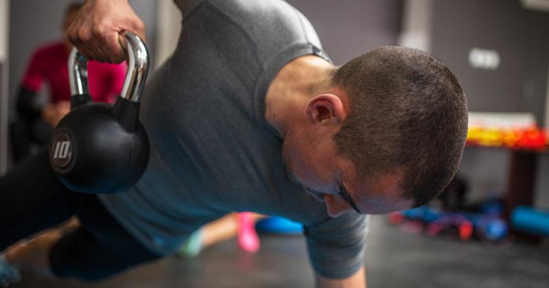 Упражнения с гирями: 7 лучших тренировок всего тела в кратчайшие сроки